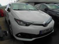 TOYOTA AURIS  HSD 136h Business 15   d'occasion