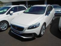VOLVO V40 Cross Country  D3 150ch Momentum Geartronic Start&Stop   d'occasion