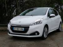 PEUGEOT 208  STYLE 1,6L HDI 75CV   d'occasion